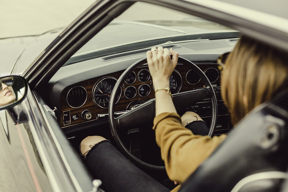 ūžia važiuojant automobiliu Sužinok Pirmas/a kodėl  ūžia važiuojant automobiliu
