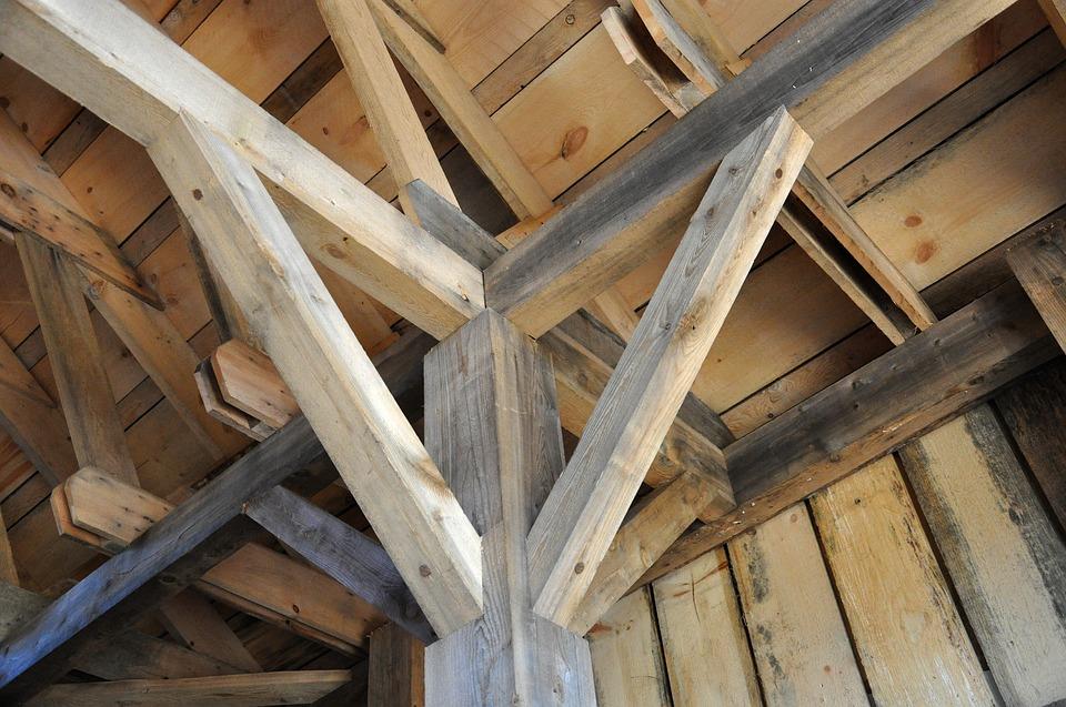 stogas leidžia vandenį Suraskime galimas priežastis kodėl stogas leidžia vandenį
