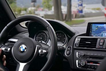 važiuojant vibruoja mašina Galimos priežastys kodėl važiuojant vibruoja mašina