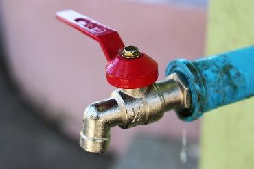 smirda vanduo iš krano Sužinok Pirmas/a kodėl  smirda vanduo iš krano