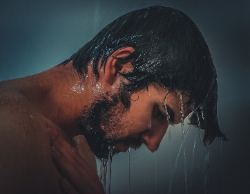 dušo kabina leidžia vandenį Dėl kokių priežasčių dušo kabina leidžia vandenį