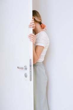 kambario durys blogai užsidaro Panagrinėkime kodėl kambario durys blogai užsidaro