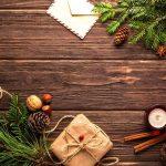žvakelės šviesoje, jaukiam namų lange, tiek šypsenų ir veidų, tad sveikinu visus kartu: Su šv. Kalėdom!