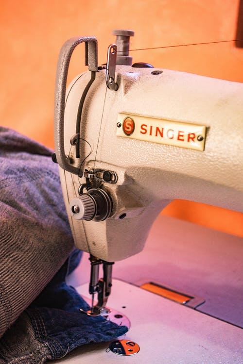 siuvimo mašina nutraukia siūlą Išsiaiškinkime galimas priežastis kodėl siuvimo mašina nutraukia siūlą