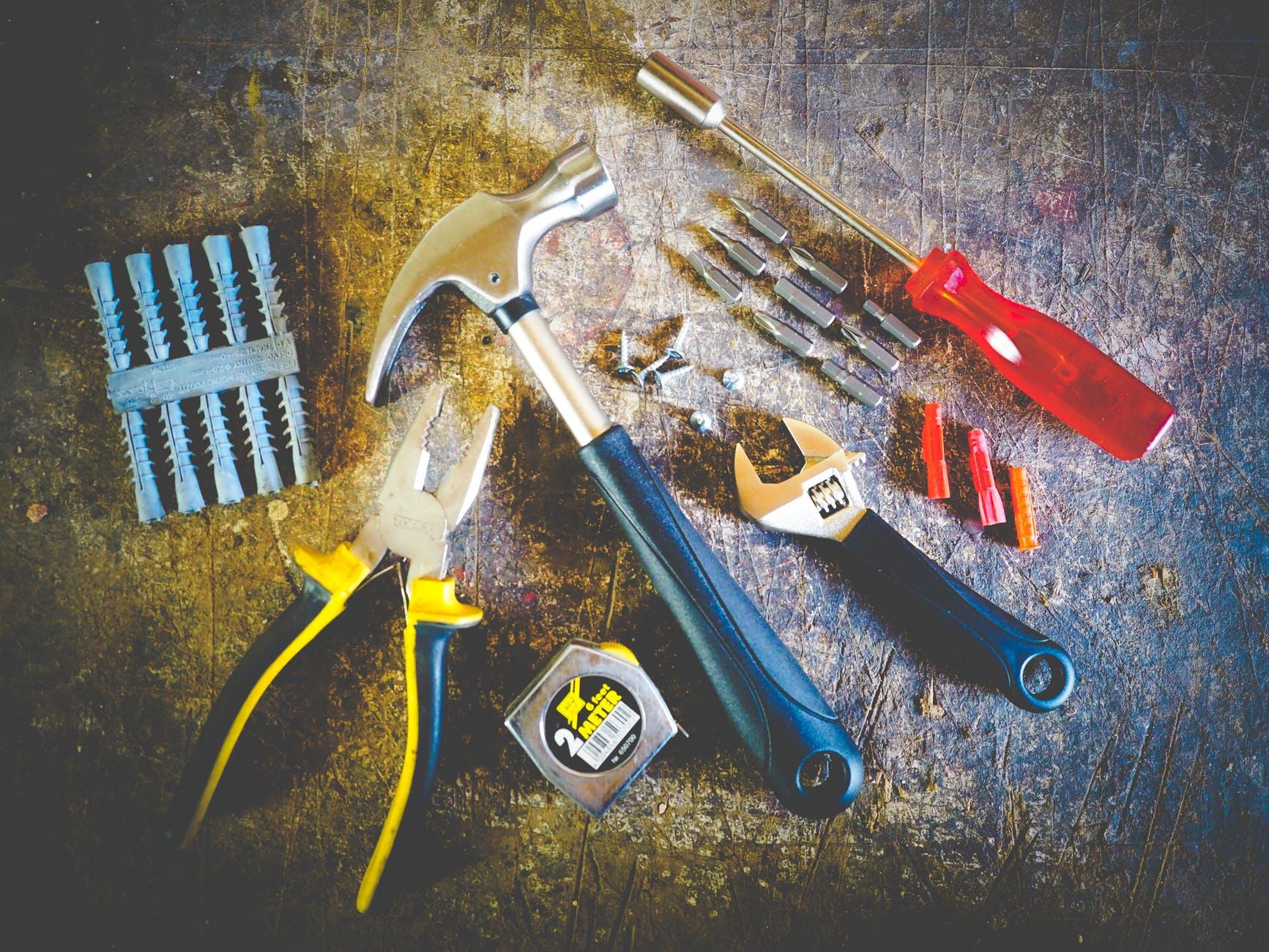 Kokių įrankių reikia norint montuoti vidines vidaus duris